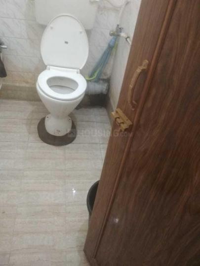 बंसद्रोणी में गर्ल्स पीजी के कॉमन बाथरूम की तस्वीर