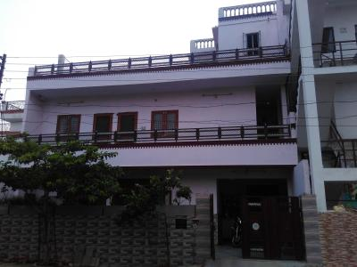 Gallery Cover Image of 6000 Sq.ft 9 BHK Independent House for rent in Sikandra for 70000