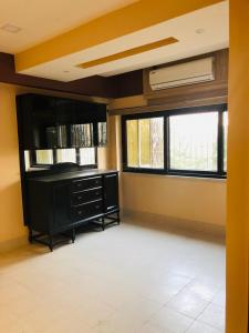 Gallery Cover Image of 1350 Sq.ft 3 BHK Apartment for rent in Ballygunge for 42000