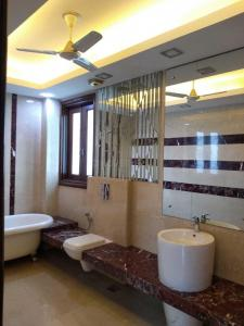 Gallery Cover Image of 1800 Sq.ft 3 BHK Independent Floor for buy in Gulmohar Park for 55000000