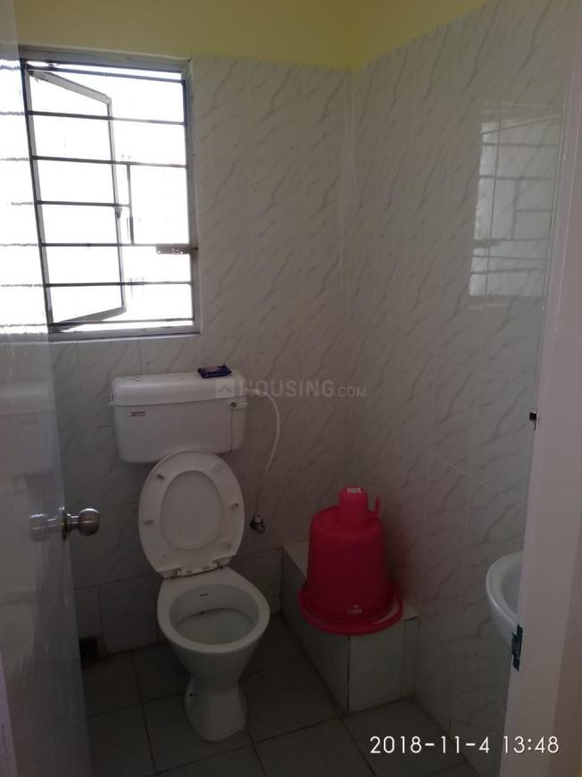 Common Bathroom Image of 712 Sq.ft 2 BHK Apartment for rent in Maheshtala for 8000