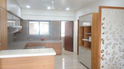 Gallery Cover Image of 2800 Sq.ft 4 BHK Apartment for rent in Bodakdev for 75000