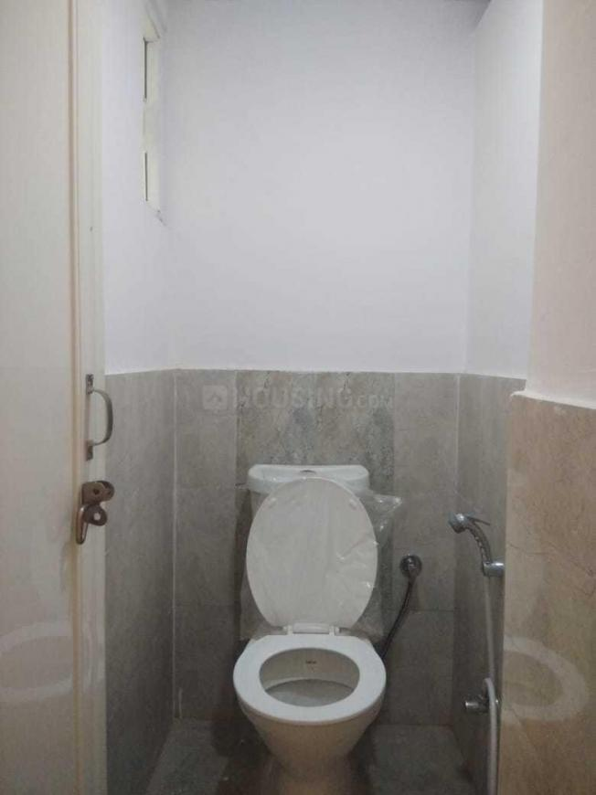 Common Bathroom Image of 1750 Sq.ft 4 BHK Apartment for rent in DLF Phase 3 for 50000