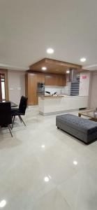 Gallery Cover Image of 1280 Sq.ft 3 BHK Apartment for buy in Malad West for 28000000