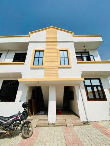Gallery Cover Image of 850 Sq.ft 3 BHK Independent House for buy in Noida Extension for 2400000