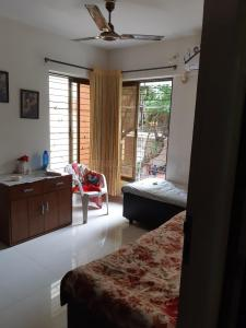 Bedroom Image of Girls PG in Matunga West