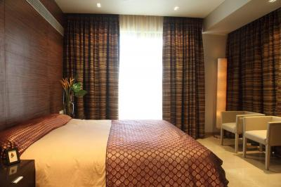 Gallery Cover Image of 2160 Sq.ft 4 BHK Apartment for rent in Juhu for 250000