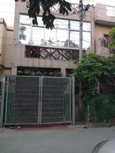 Gallery Cover Image of 2400 Sq.ft 3 BHK Independent House for buy in Shastri Nagar for 6525000