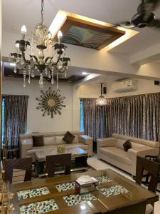 Gallery Cover Image of 1530 Sq.ft 3 BHK Apartment for buy in Basant ParkHousing, Chembur for 35000000