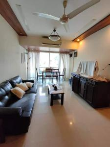 Gallery Cover Image of 1400 Sq.ft 3 BHK Apartment for rent in Green Star Apt, Bandra West for 110000
