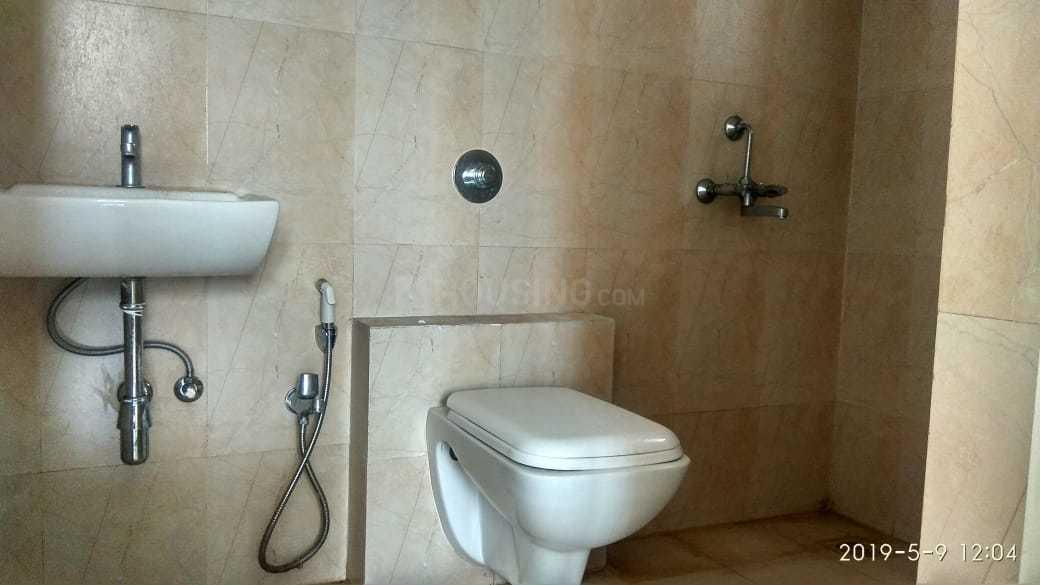 Common Bathroom Image of 650 Sq.ft 1 BHK Apartment for rent in Thane West for 15000