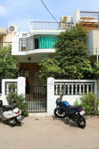 Gallery Cover Image of 1200 Sq.ft 2 BHK Independent House for buy in Ghatlodiya for 8500000