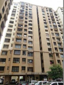 Gallery Cover Image of 800 Sq.ft 2 BHK Apartment for buy in Malad West for 18500000