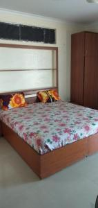 Gallery Cover Image of 450 Sq.ft 1 RK Independent Floor for rent in Sector 33 for 12500