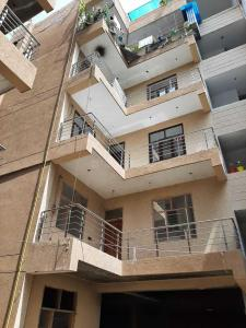 Gallery Cover Image of 1300 Sq.ft 3 BHK Independent Floor for buy in Vasant Kunj for 8000000