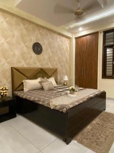 Gallery Cover Image of 1350 Sq.ft 3 BHK Independent Floor for buy in Vihaan Galaxy, Kulesara for 3149000