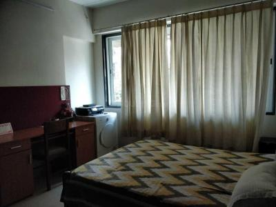 Gallery Cover Image of 1100 Sq.ft 3 BHK Apartment for rent in Khar West for 140000