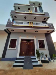 Gallery Cover Image of 5100 Sq.ft 10 BHK Independent House for buy in Bawal for 15000000