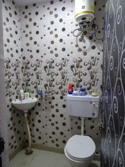 पीतमपुरा में गर्ल्स  के बाथरूम की तस्वीर
