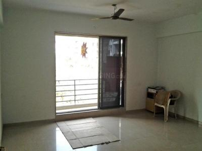 Gallery Cover Image of 950 Sq.ft 2 BHK Apartment for rent in Raheja Reflections II Serenity, Kandivali East for 40000