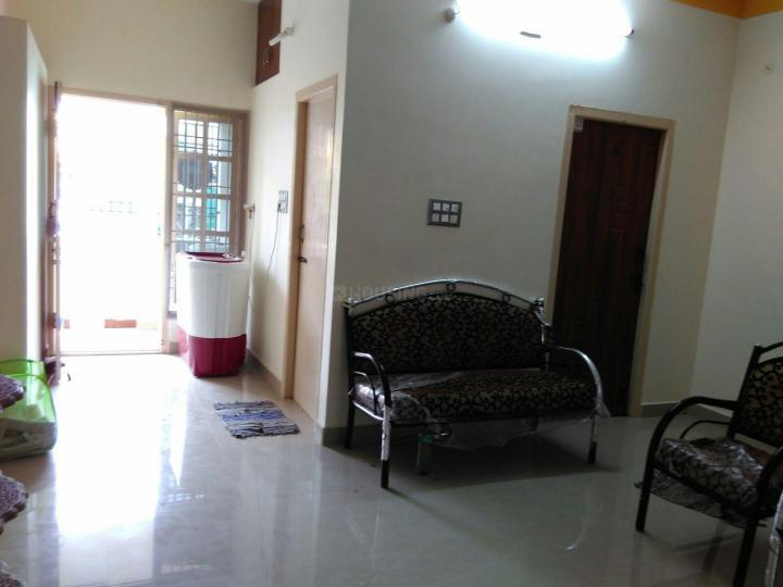 कोलातूर में वेलकम पेइंग गेस्ट रूम्स के लिविंग रूम की तस्वीर