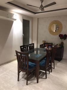 Gallery Cover Image of 2000 Sq.ft 4 BHK Independent Floor for buy in Sarvapriya Vihar for 49000000