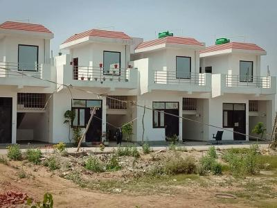 Gallery Cover Image of 650 Sq.ft 1 BHK Independent House for buy in Noida Extension for 2200000