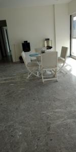 Gallery Cover Image of 1350 Sq.ft 2 BHK Apartment for rent in Mahim for 90000