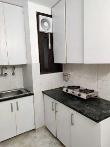 Gallery Cover Image of 1900 Sq.ft 3 BHK Independent Floor for rent in East Of Kailash for 42000