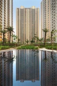 Gallery Cover Image of 1081 Sq.ft 3 BHK Apartment for buy in Cleo County, Sector 121 for 9855000