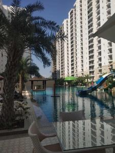 Gallery Cover Image of 1402 Sq.ft 3 BHK Apartment for buy in Omaxe Residency Phase 2, Arjunganj for 7500000