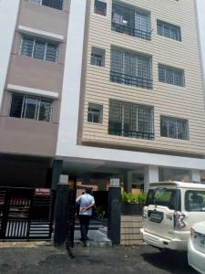 Gallery Cover Image of 1800 Sq.ft 4 BHK Apartment for rent in Bhowanipore for 52000