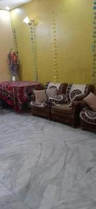Gallery Cover Image of 850 Sq.ft 3 BHK Independent Floor for rent in Vasundhara for 17000