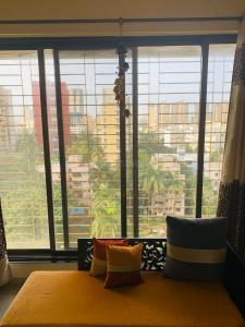 Gallery Cover Image of 905 Sq.ft 2 BHK Apartment for rent in Malad West for 36000