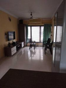 Gallery Cover Image of 925 Sq.ft 3 BHK Apartment for rent in Malad East for 65000
