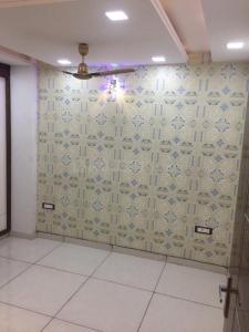 Gallery Cover Image of 900 Sq.ft 3 BHK Independent Floor for buy in Burari for 3700000