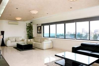 Gallery Cover Image of 2100 Sq.ft 4 BHK Apartment for rent in Bandra West for 300000