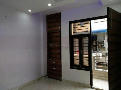 Gallery Cover Image of 750 Sq.ft 2 BHK Independent Floor for buy in Dwarka Mor for 3500000