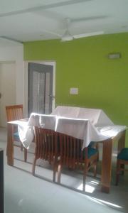 Gallery Cover Image of 5400 Sq.ft 4 BHK Villa for buy in Shilaj for 55000000