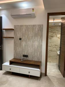 Gallery Cover Image of 2400 Sq.ft 4 BHK Independent Floor for buy in Ashok Vihar for 63000000
