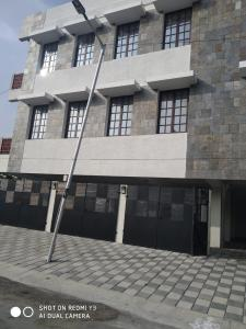 Gallery Cover Image of 12000 Sq.ft 10 BHK Independent House for buy in Panaiyur for 100000000
