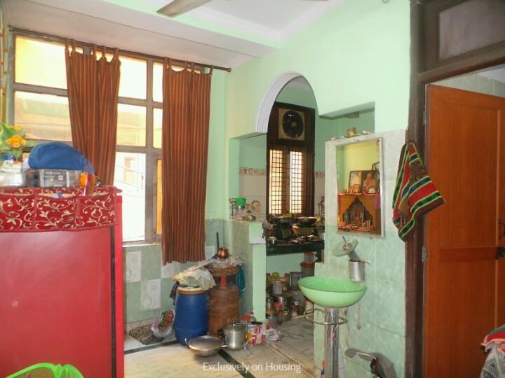 पांडव नगर  में 3500000  खरीदें  के लिए 3500000 Sq.ft 2 BHK इंडिपेंडेंट फ्लोर  के लिविंग रूम  की तस्वीर