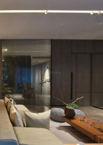 Gallery Cover Image of 1300 Sq.ft 3 BHK Apartment for buy in Rustomjee Seasons, Bandra East for 67300000