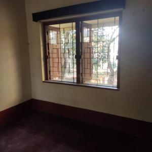 Gallery Cover Image of 2160 Sq.ft 3 BHK Independent House for rent in Beliaghata for 6000