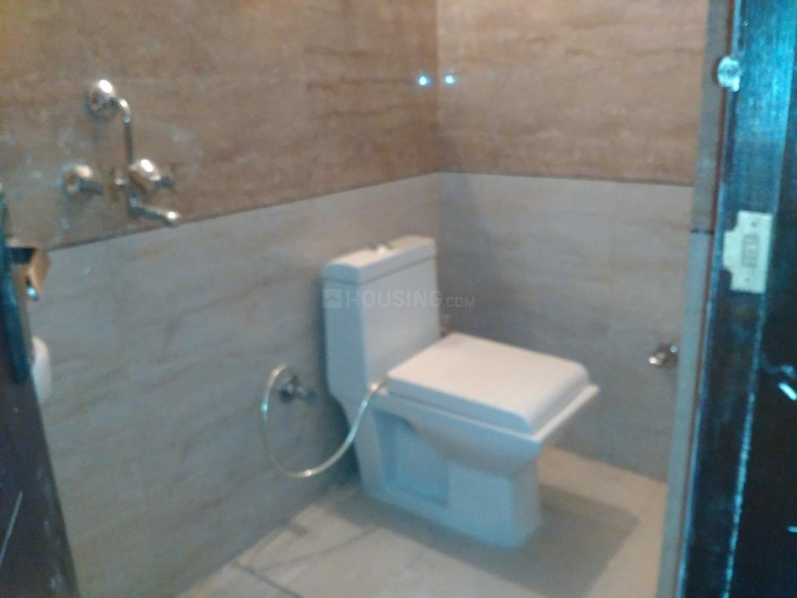 Common Bathroom Image of 800 Sq.ft 2 BHK Independent Floor for buy in Chhattarpur for 2600000