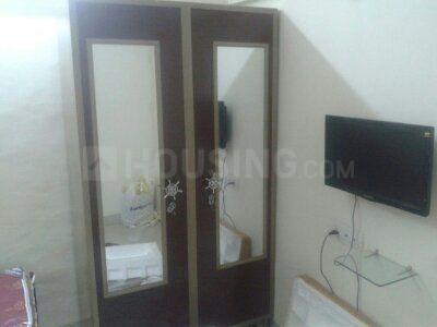 वरली में साई मिलन सीएचएस के बेडरूम की तस्वीर