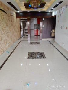 Gallery Cover Image of 1400 Sq.ft 3 BHK Apartment for rent in Mahesh Appartment, Vasundhara Enclave for 26000
