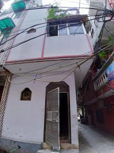 Gallery Cover Image of 1100 Sq.ft 4 BHK Independent House for buy in Mandawali for 7500000