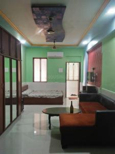 Gallery Cover Image of 400 Sq.ft 1 RK Apartment for rent in Vinod Villa, Worli for 30000
