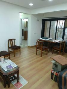 Gallery Cover Image of 835 Sq.ft 2 BHK Apartment for rent in Satyam Apartments, Kandivali East for 29000